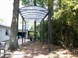 Carport voor mobilhome met verlengde palen
