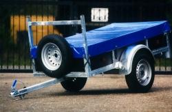 aanhangwagen met afdekzeil