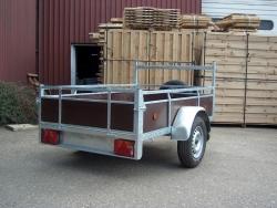 aanhangwagen met houten zijwanden 9