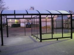 carport met wachtruimte